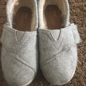 Fur lined children's Toms- like new condition